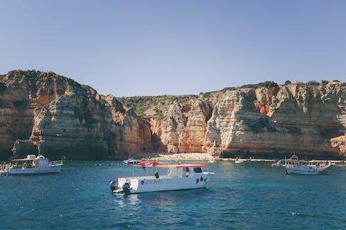 Základová fotografie zdarma na téma čluny, dopravní systém, moře, oceán