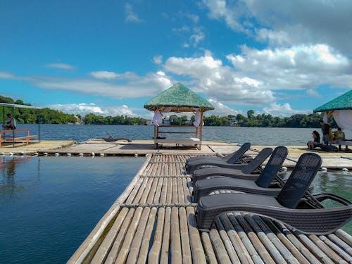 Δωρεάν στοκ φωτογραφιών με αεράκι, διακοπές σε λίμνη, ελεύθερος χρόνος, ήρεμα νερά