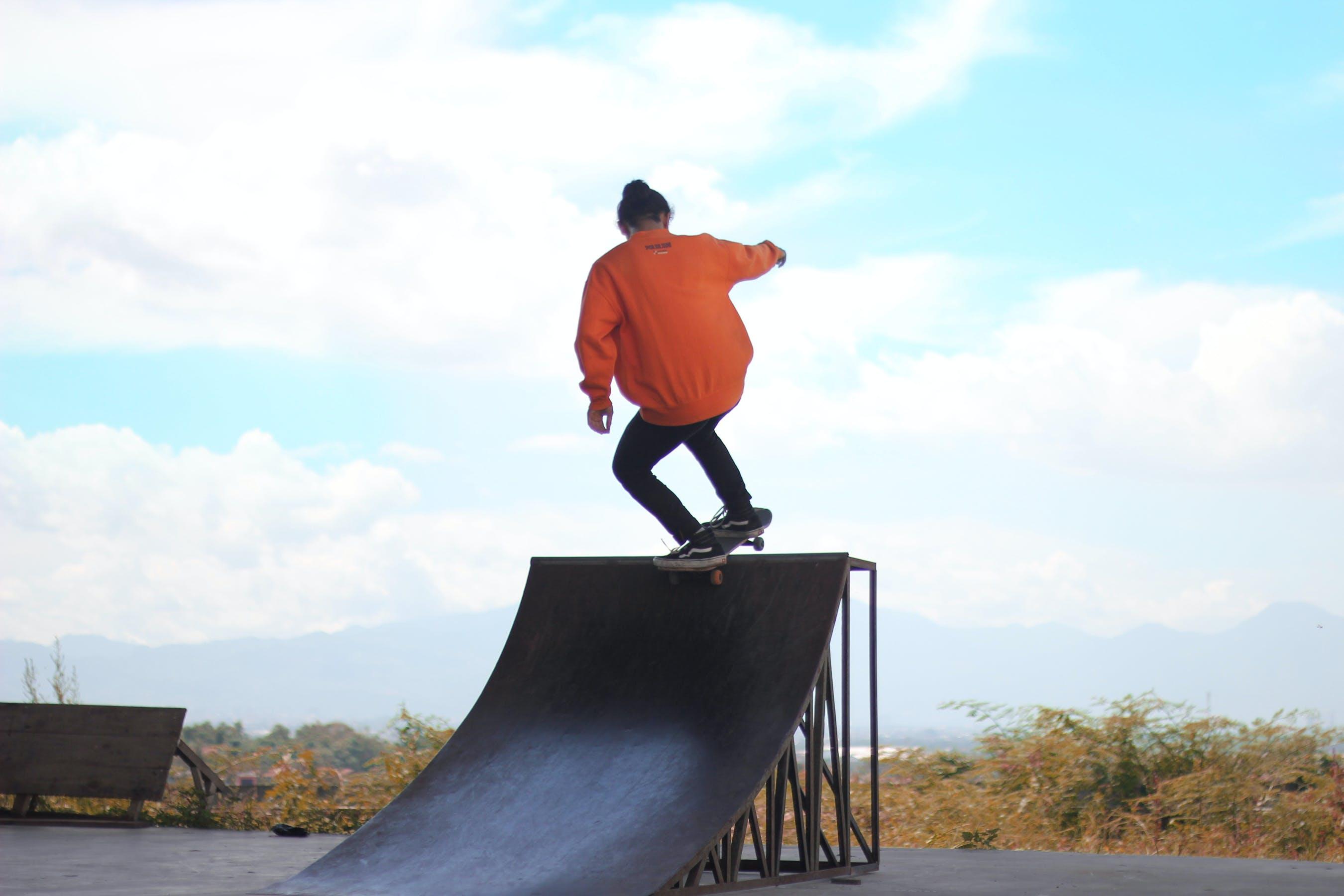 Základová fotografie zdarma na téma aktivita, denní světlo, dodávky, jízda na skateboardu