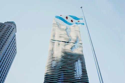 คลังภาพถ่ายฟรี ของ ตัวเมือง, ตึกระฟ้า, ธงชิคาโก, ภาพถ่ายมุมต่ำ