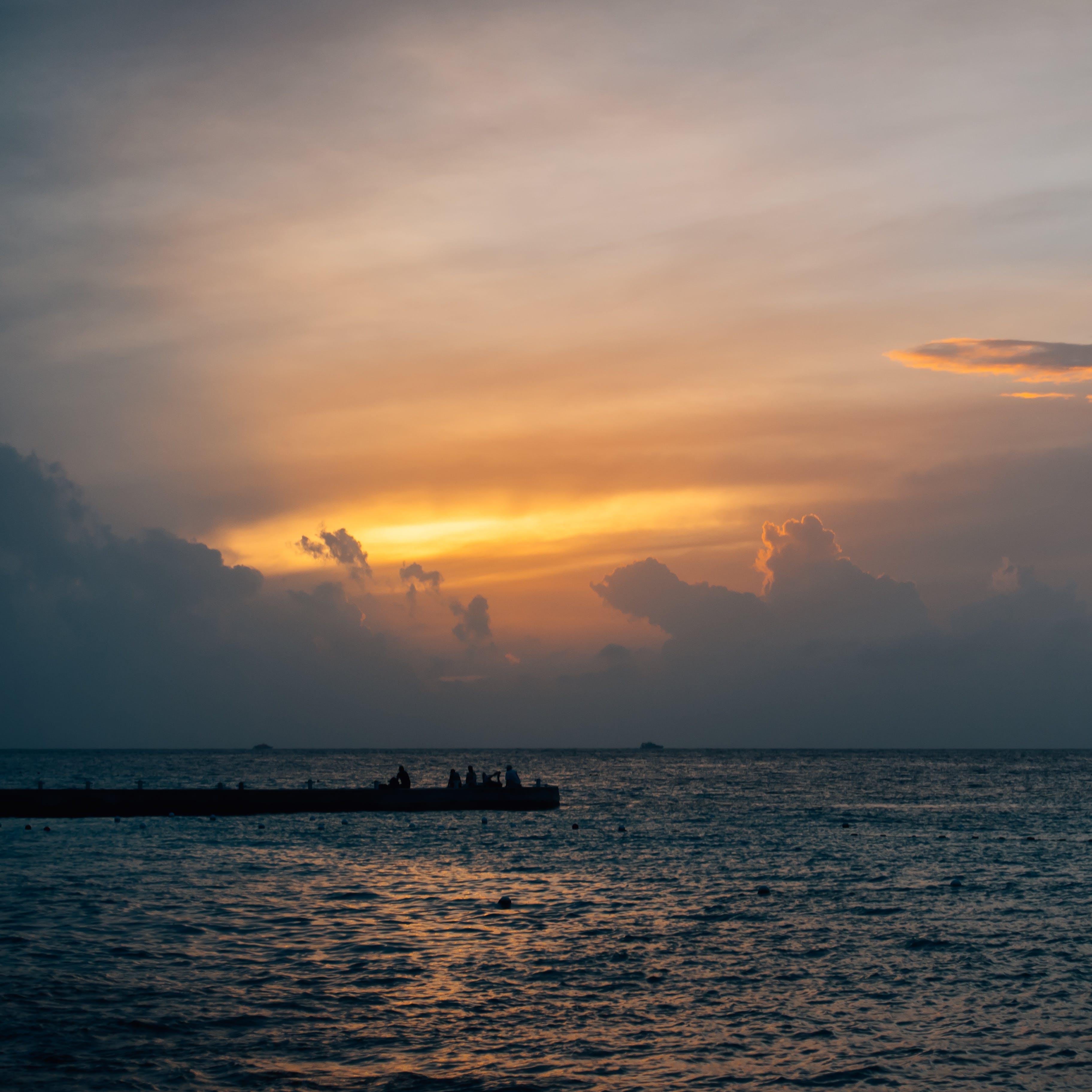 Kostenloses Stock Foto zu dämmerung, himmel, hinterleuchtet, meer