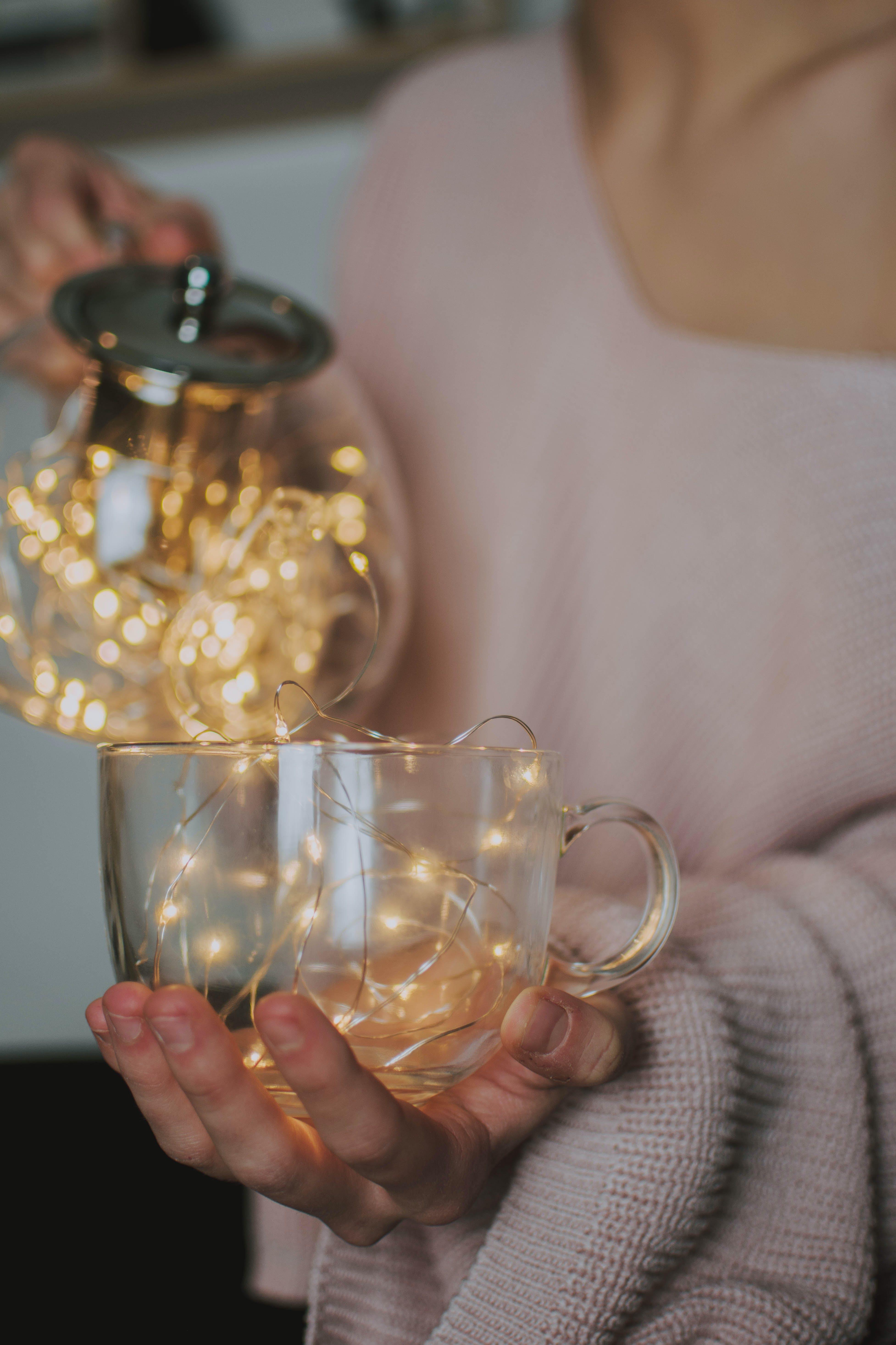 Základová fotografie zdarma na téma ruka, šálek, skleněné, skleněný pohár