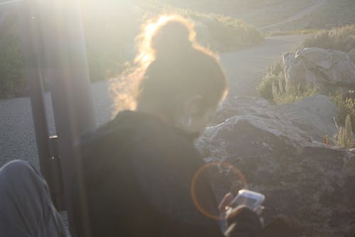 Photos gratuites de éblouissement du soleil, gens ordinaires