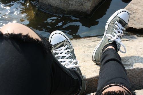 Photos gratuites de chaussures noires, converse all star
