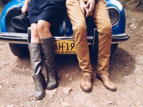 adam, araba, ayakkabı, bacaklar içeren Ücretsiz stok fotoğraf