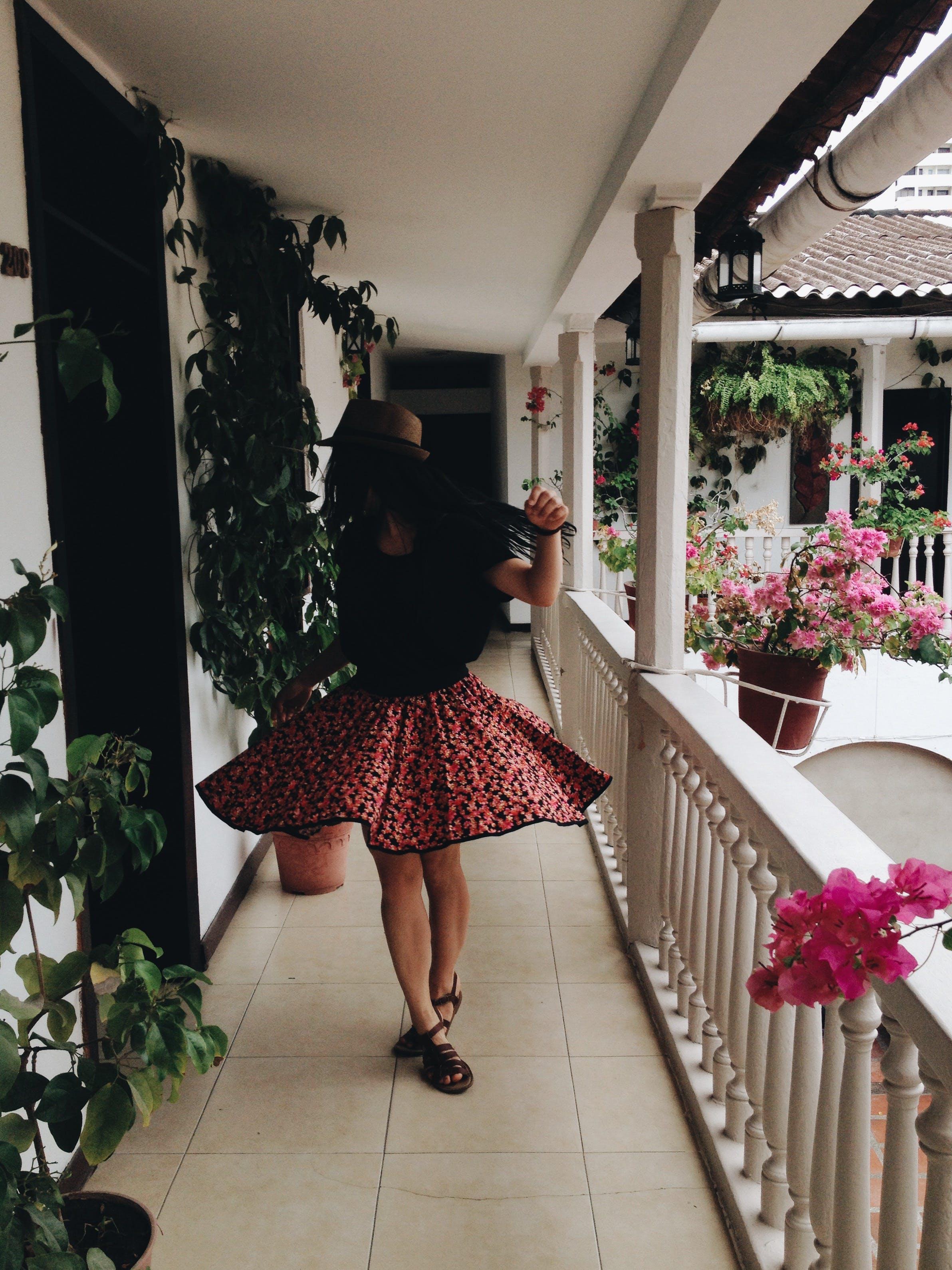 zu blumen, dame, fashion, fotoshooting