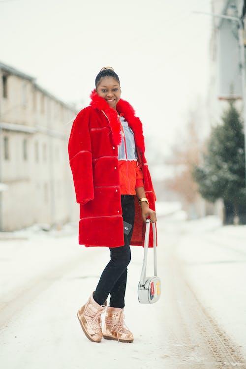 Gratis stockfoto met bagage, bovenkleding, dame, fashion