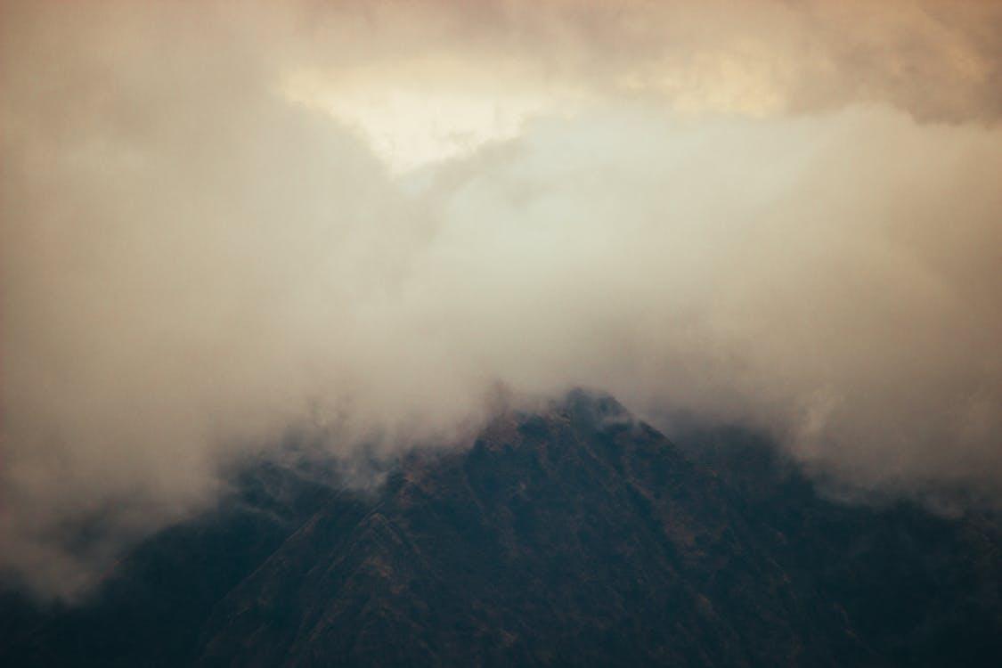 Безкоштовне стокове фото на тему «гора, драматичний, ефектне небо»