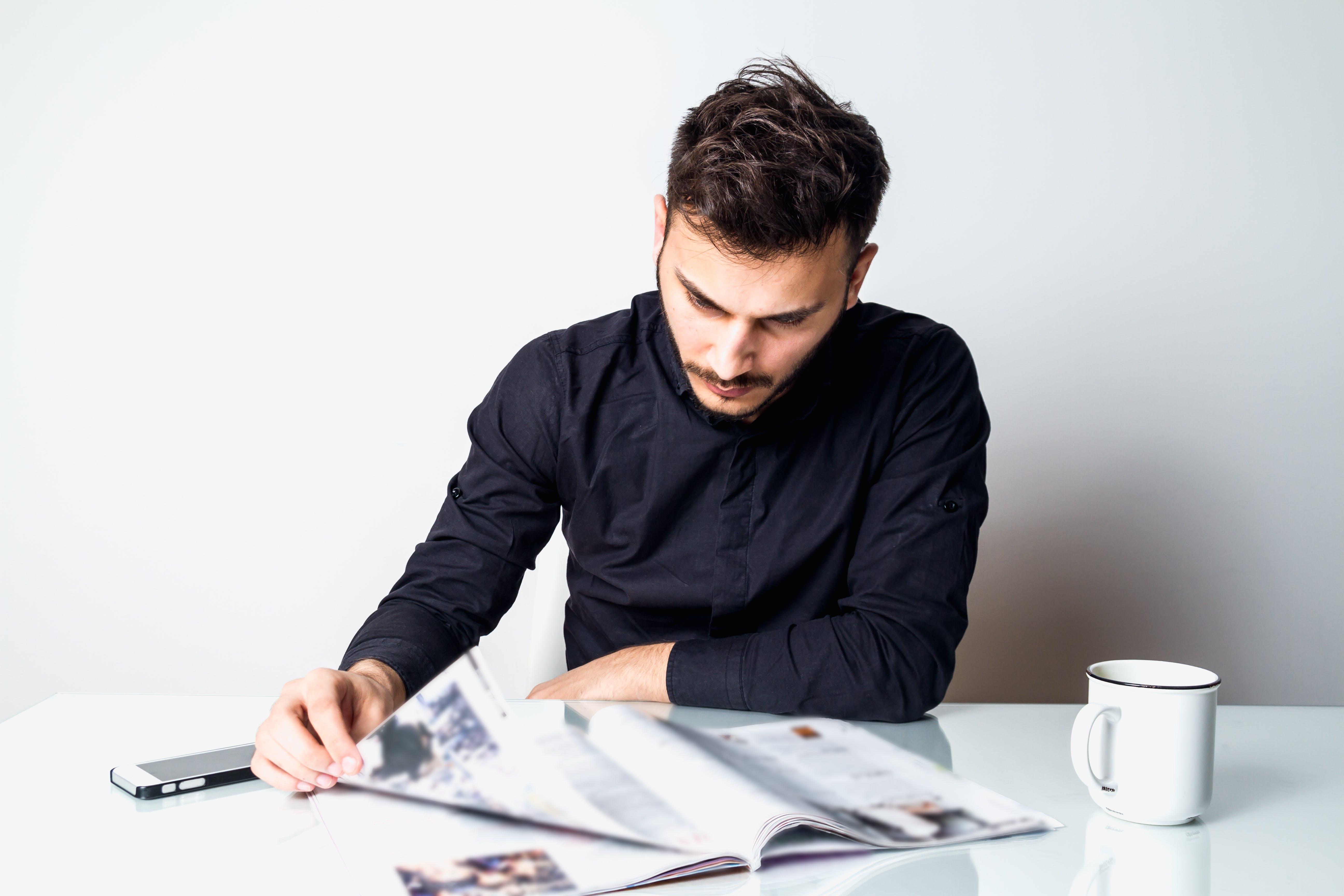 Δωρεάν στοκ φωτογραφιών με ανάγνωση, άνδρας, άνθρωπος, αρσενικός