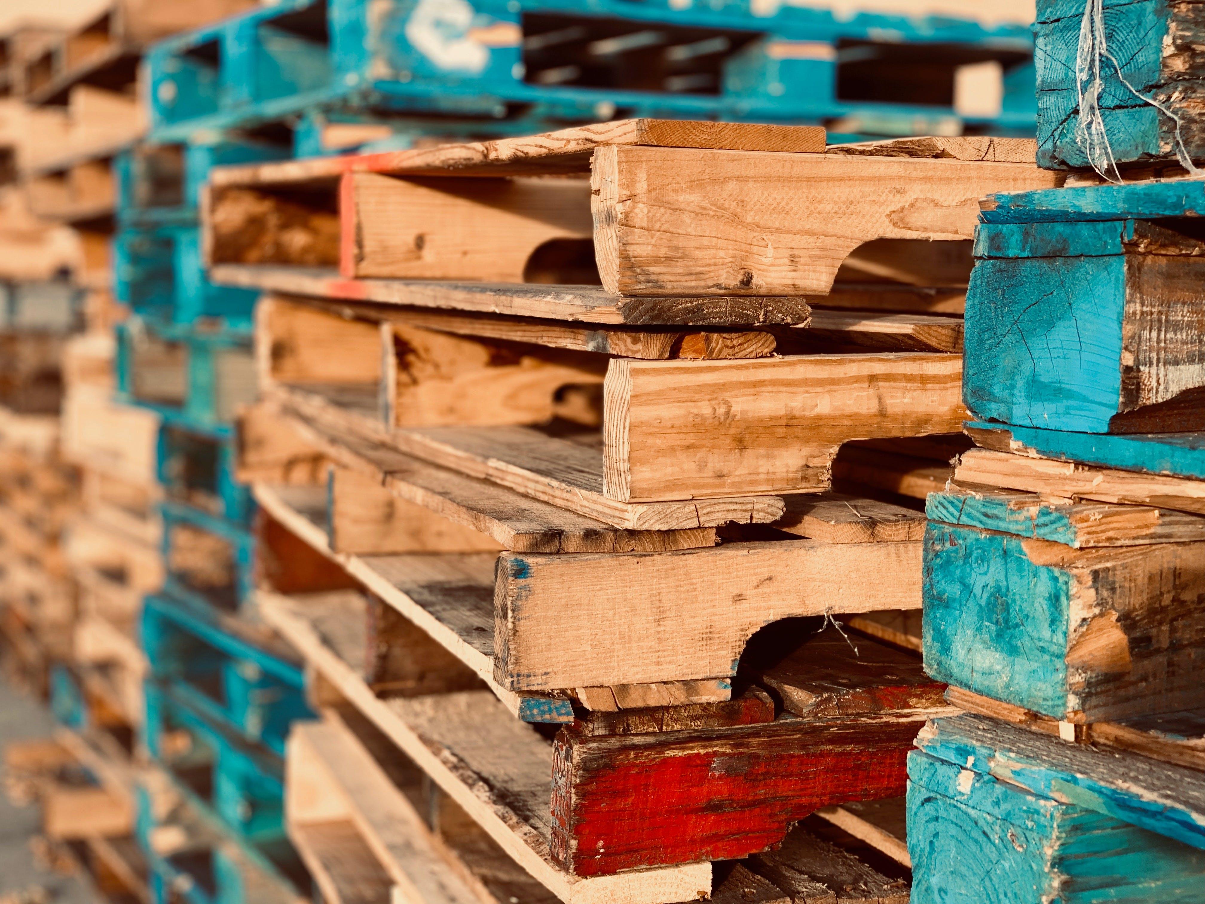 Безкоштовне стокове фото на тему «Деревина, навал, піддони, стопка»