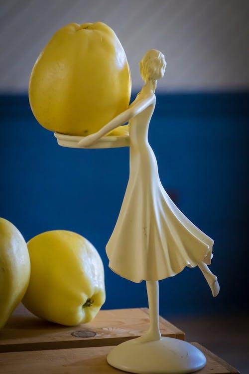 คลังภาพถ่ายฟรี ของ รูปปั้นแอปเปิ้ลสีทอง