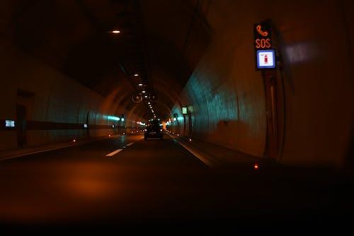アスファルト, ダーク, トラフィック, トンネルの無料の写真素材