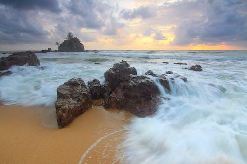 Foto d'estoc gratuïta de aigua, alba, cel, Costa