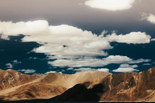 çöl, dağ, doğa, gün ışığı içeren Ücretsiz stok fotoğraf