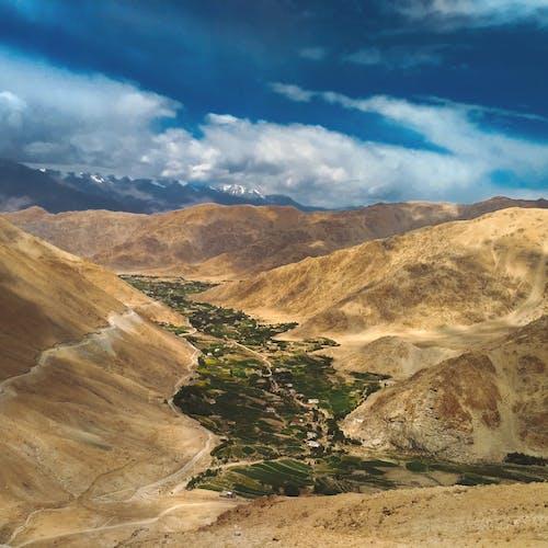 çöl, dağ silsilesi, dağlar, doğa içeren Ücretsiz stok fotoğraf