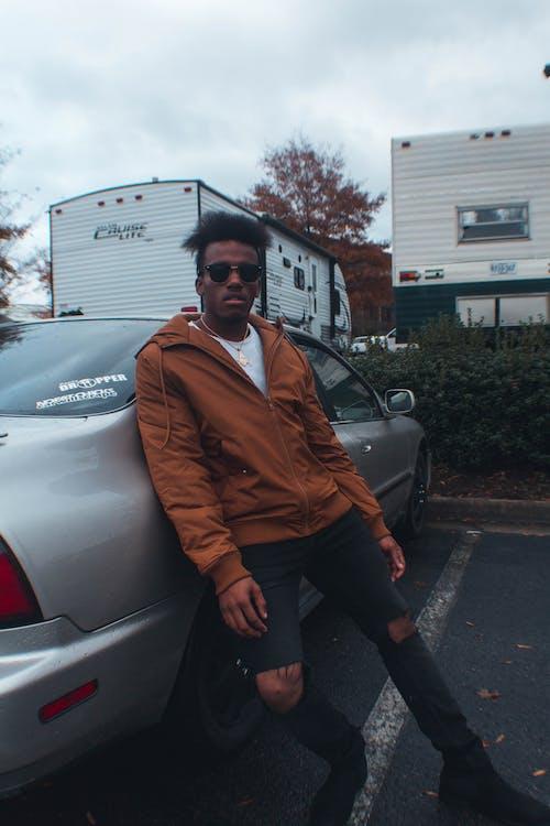 Foto d'estoc gratuïta de cotxe, desgast, estil, home