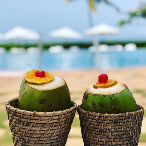 Gratis arkivbilde med kokosnøtter, kokosnøttvann, pina colada, slappe av