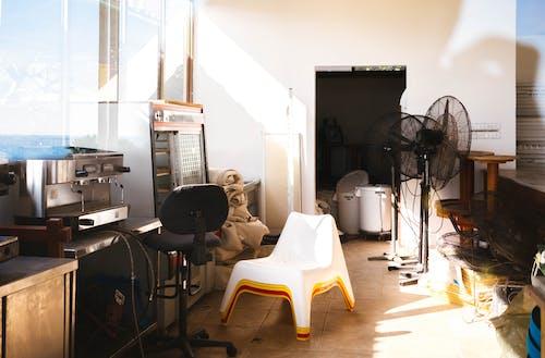 ahşap, çağdaş, duvar, elektrikli fan içeren Ücretsiz stok fotoğraf