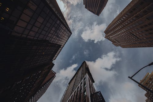 シティ, ダウンタウン, ローアングルショット, 建物の無料の写真素材