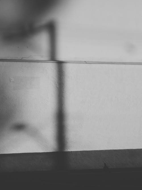 Darmowe zdjęcie z galerii z cień, czarno-biały, jasny, mur