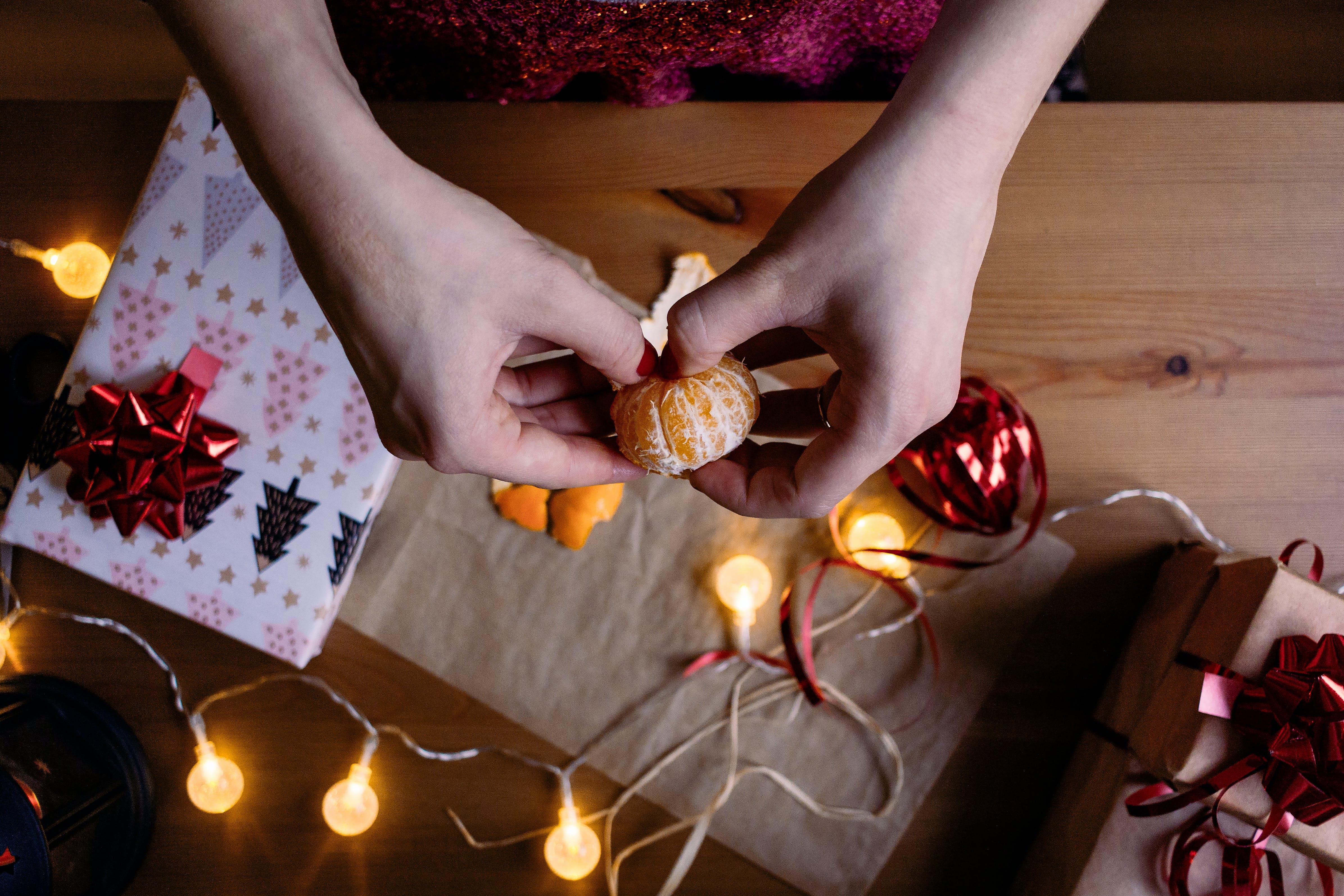Foto d'estoc gratuïta de cinta, fruita, fusta, garlanda de llums