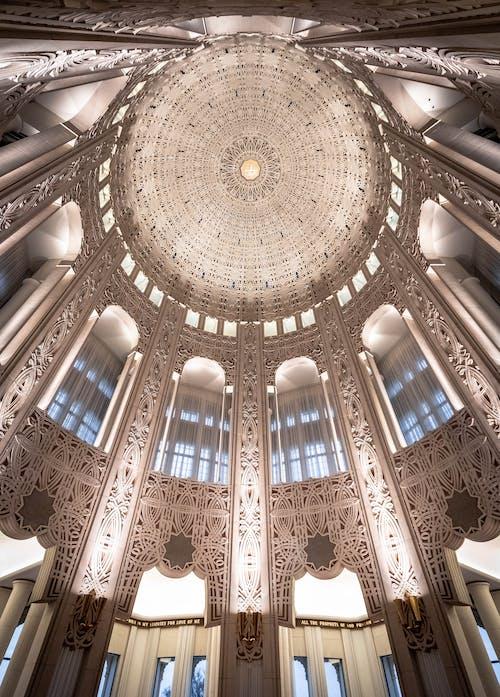 Fotos de stock gratuitas de adentro, arquitectura, artículos de cristal, bóveda