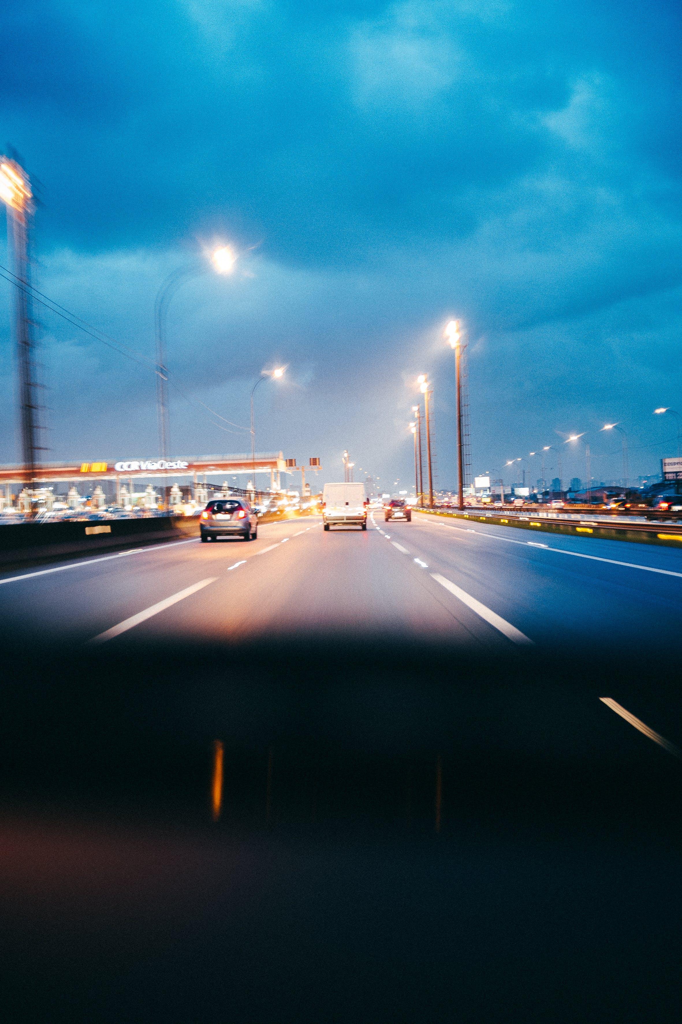 Gratis stockfoto met avond, belicht, binnenstad, brug