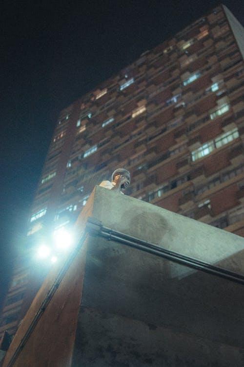 Kostenloses Stock Foto zu architektur, beleuchtung, froschperspektive, gebäude