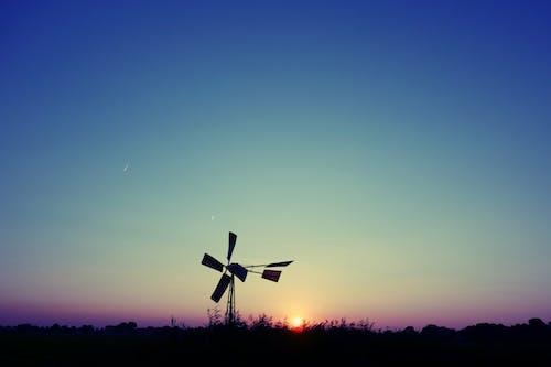 Бесплатное стоковое фото с ветровой насос, ветряная мельница, вечер, вечернее небо