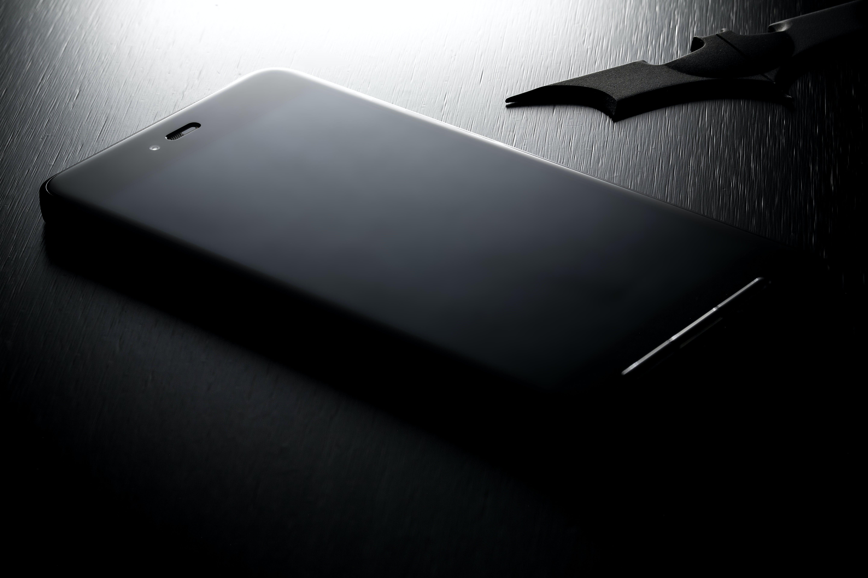 Kostenloses Stock Foto zu schwarz und weiß, kunst, smartphone, dunkel