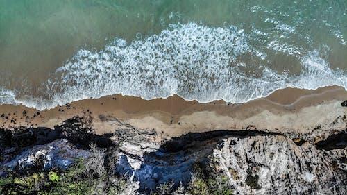 Foto profissional grátis de aerofotografia, água, areia, beira-mar