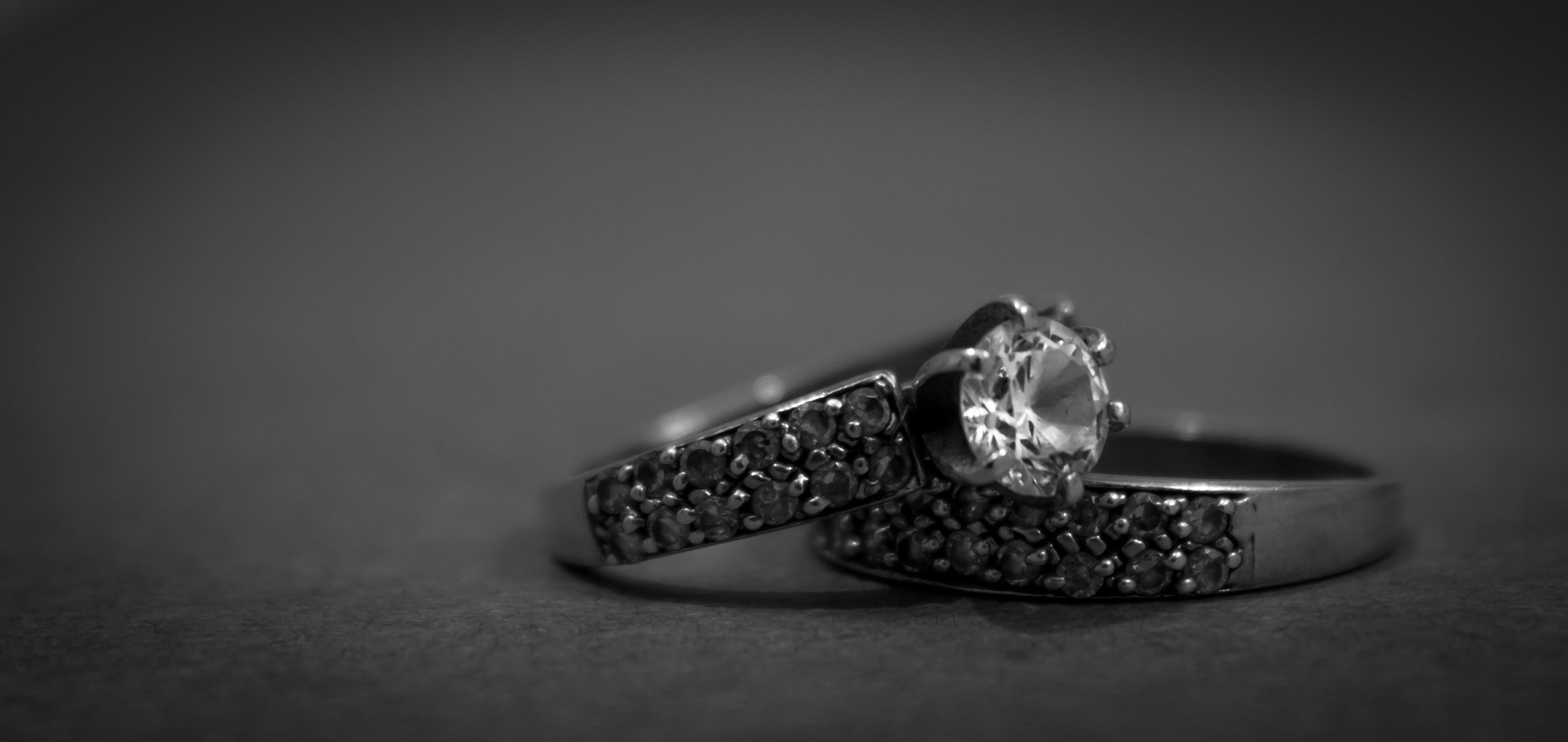 Kostenloses Stock Foto zu design, diamant, eheringe, einfarbig