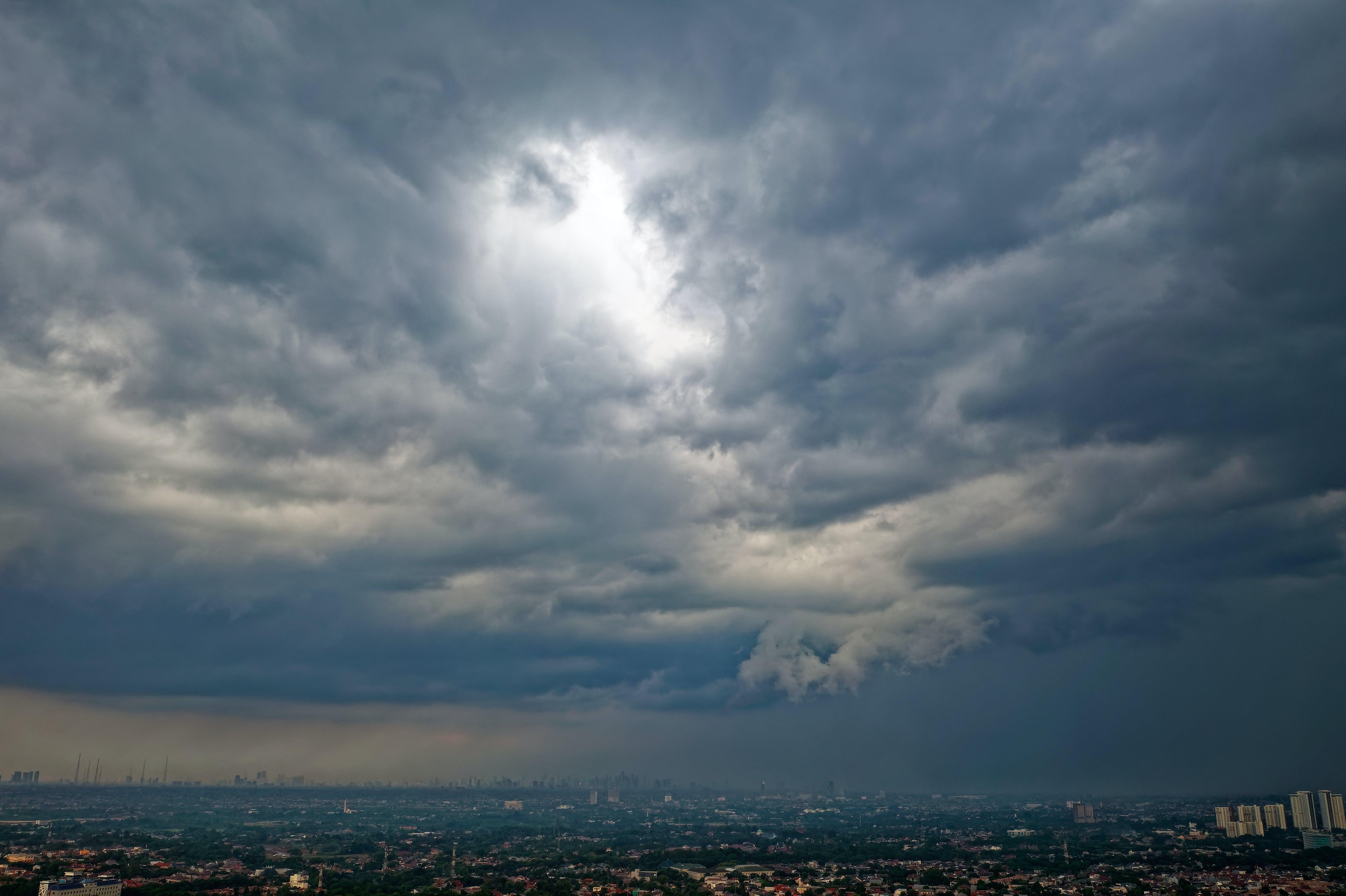Gratis arkivbilde med by, himmel, overskyet, skyer