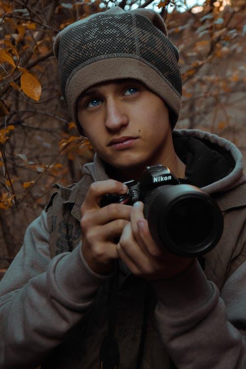 Kostnadsfri bild av kamera, lins, man, nikon