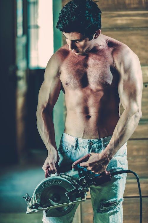adam, alet, biceps, gömleksiz içeren Ücretsiz stok fotoğraf