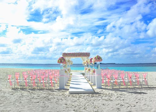 Photos gratuites de bord de mer, cadre de mariage, chaises, ciel