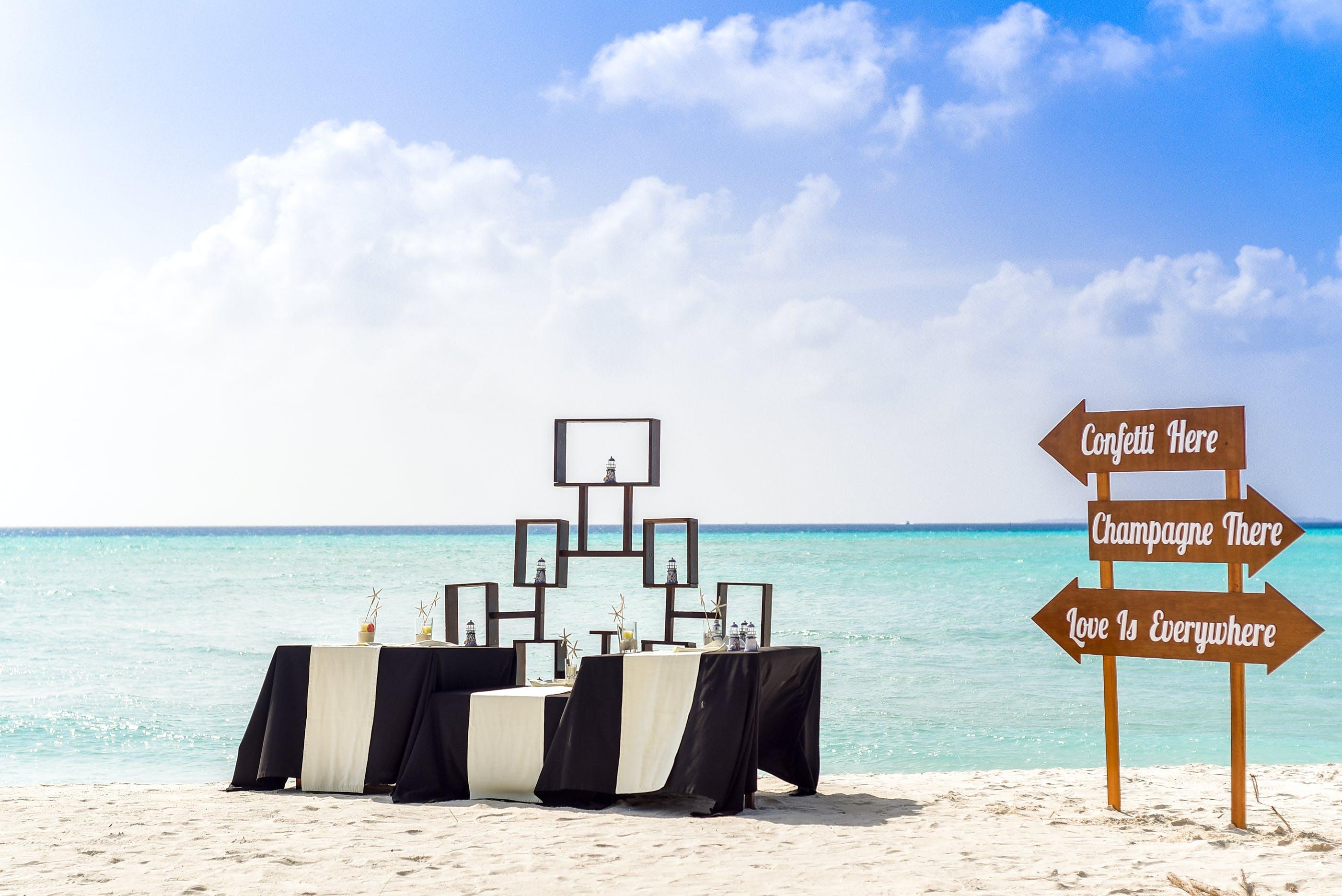 Foto profissional grátis de água, areia, areia da praia, azul