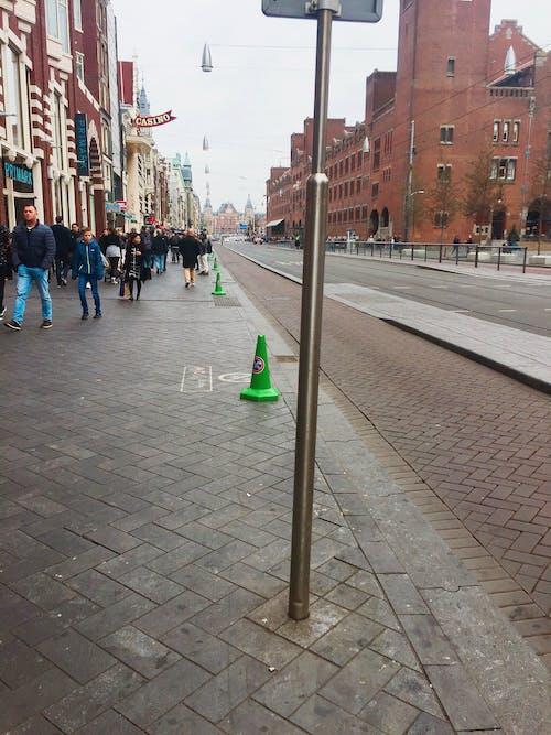 にぎやかな通り, アムステルダム, ストリートポスト, ストリート写真の無料の写真素材