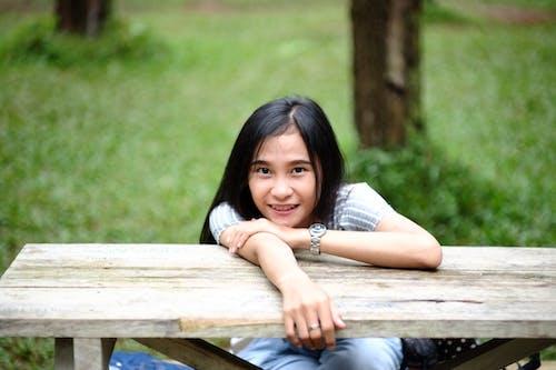 Ingyenes stockfotó álló kép, aranyos, ázsiai lány, fű témában