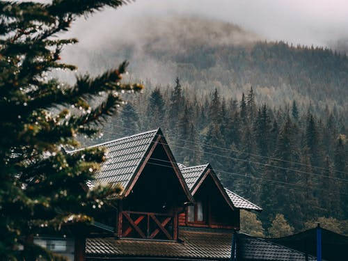 Безкоштовне стокове фото на тему «архітектура, гора, дах, Денне світло»
