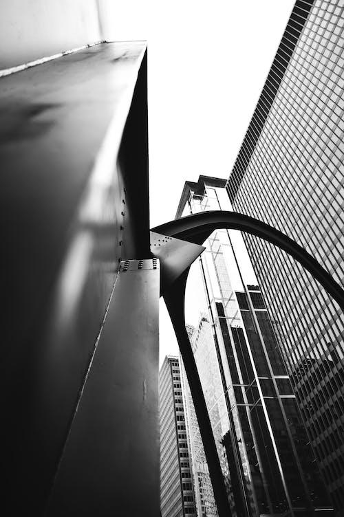 Základová fotografie zdarma na téma architektura, budova, centrum města, černobílá