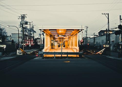 Fotobanka sbezplatnými fotkami na tému architektúra, asfalt, budovy, cesta