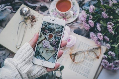 Foto stok gratis kopi, layar, ponsel pintar, telefon