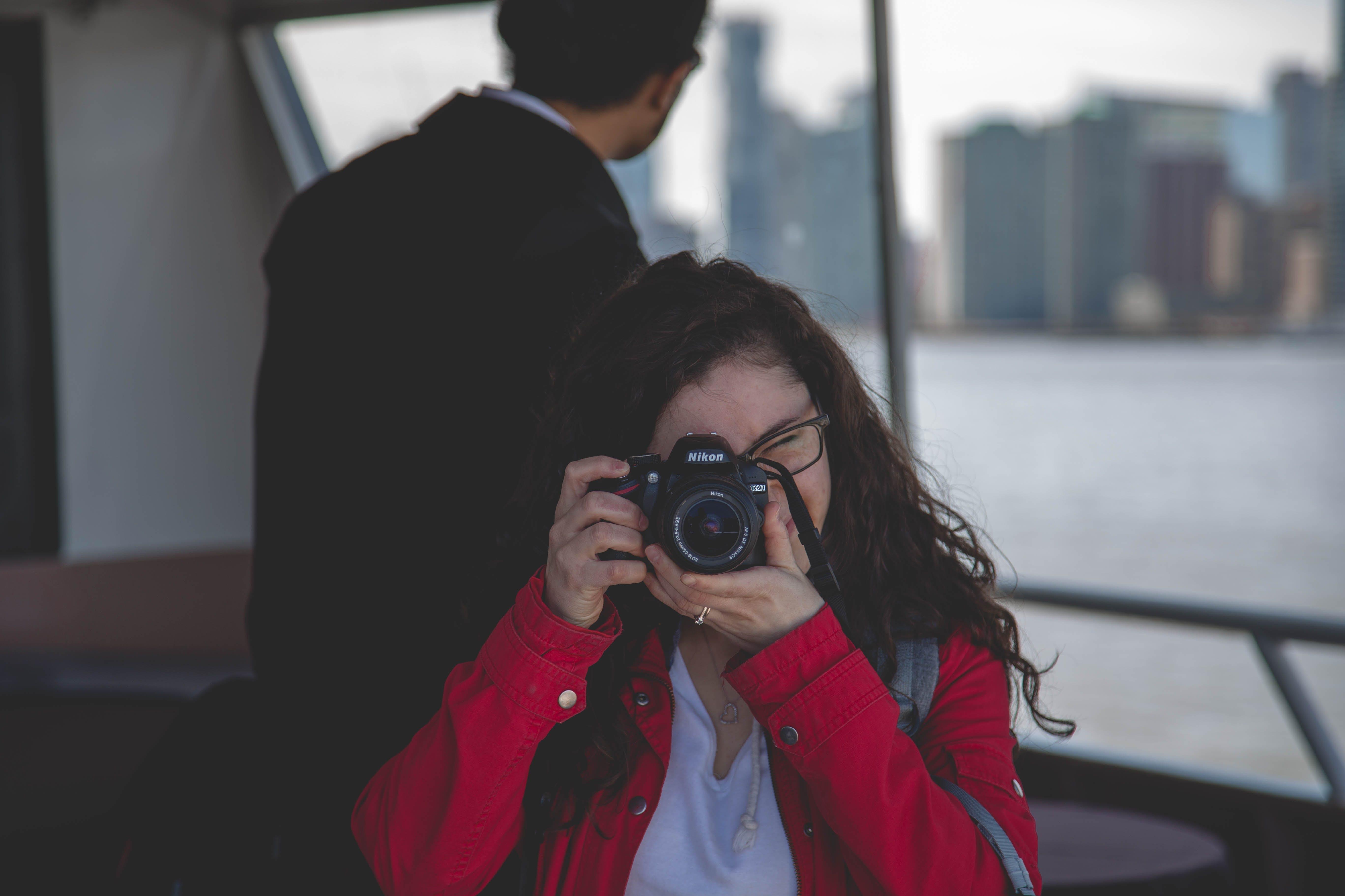 Darmowe zdjęcie z galerii z aparat, fotograf, fotografia, kobieta