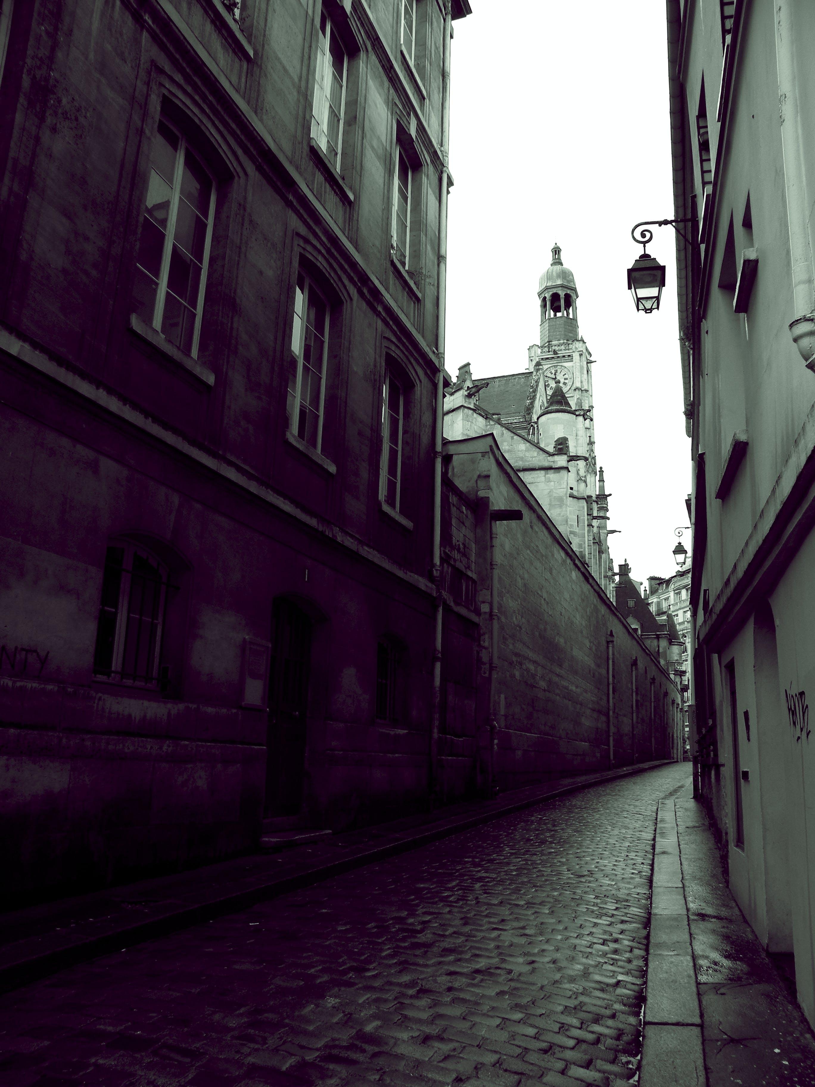 Foto stok gratis Arsitektur, gelap, membangun, trotoar