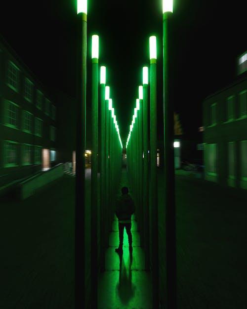 Foto profissional grátis de assustador, escuro, estranho, luzes