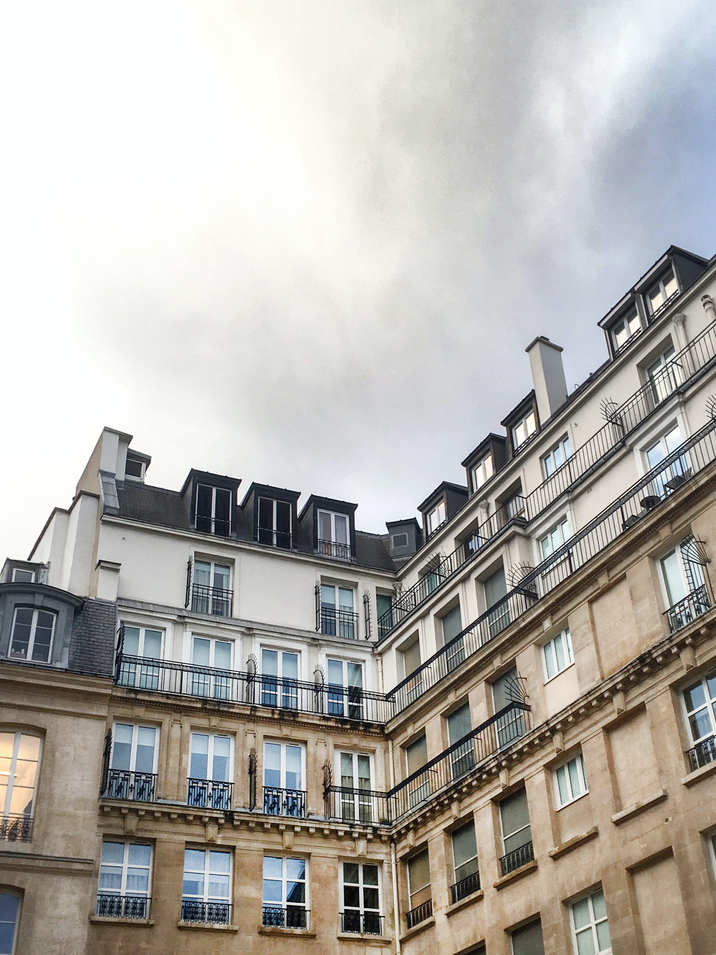 Fotobanka sbezplatnými fotkami na tému mesto, okná, Paríž