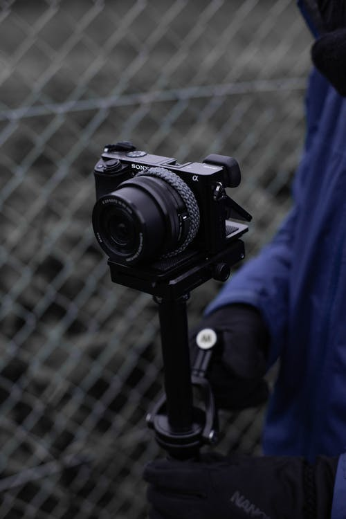Nahaufnahmefoto Der Person, Die Kamera Hält