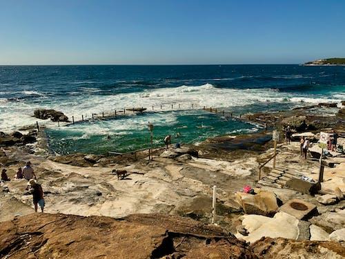 Avustralya, deniz kıyısı, kaya havuzu, mahon havuzu içeren Ücretsiz stok fotoğraf