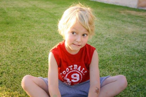 Ilmainen kuvapankkikuva tunnisteilla auringonvalo, blondi, hymähtää, lapsi